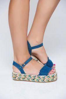 Sandale albastre-inchis casual din denim accesorizata cu o catarama metalica