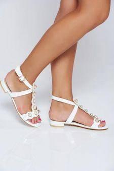Sandale albe elegante din piele ecologica lacuita cu aplicatii cu perle