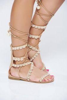 Sandale crem cu talpa joasa cu aplicatii cu perle accesorizate cu snur