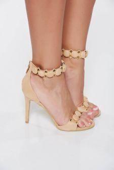 Sandale crem elegante cu toc inalt din piele intoarsa ecologica cu tinte metalice