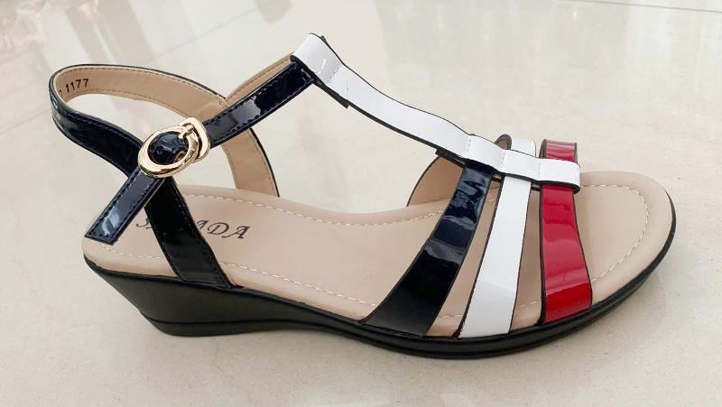 Sandale dama rosii cu negru si alb Carine2