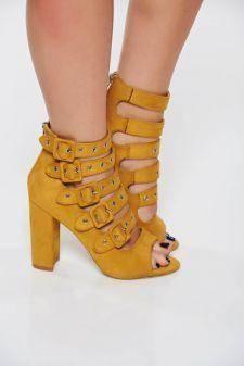 Sandale galbene casual din piele ecologica cu toc gros accesorizate cu catarame