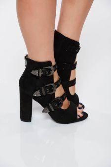 Sandale negre casual cu toc gros accesorizate cu catarame